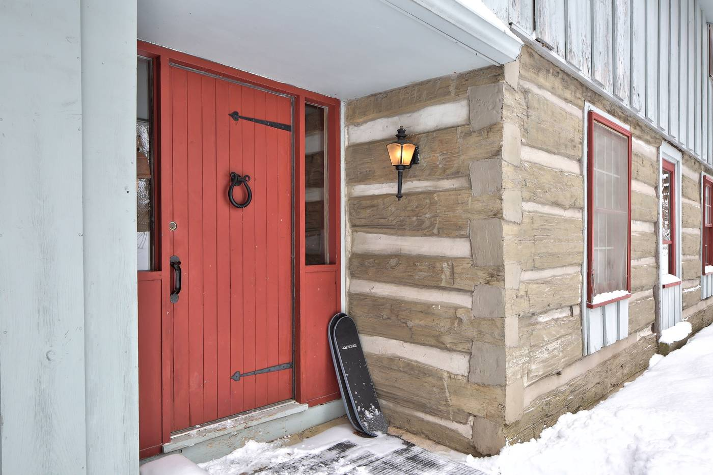 Upgraded Log Cabin Backing Onto The Beautiful Silver Creek | 186