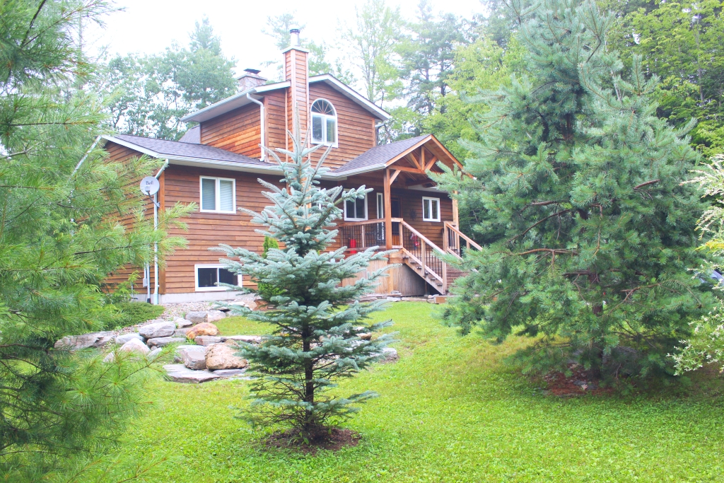 A Four Season Private Home On Kennisis Lake | 1025 Trafalgar Road