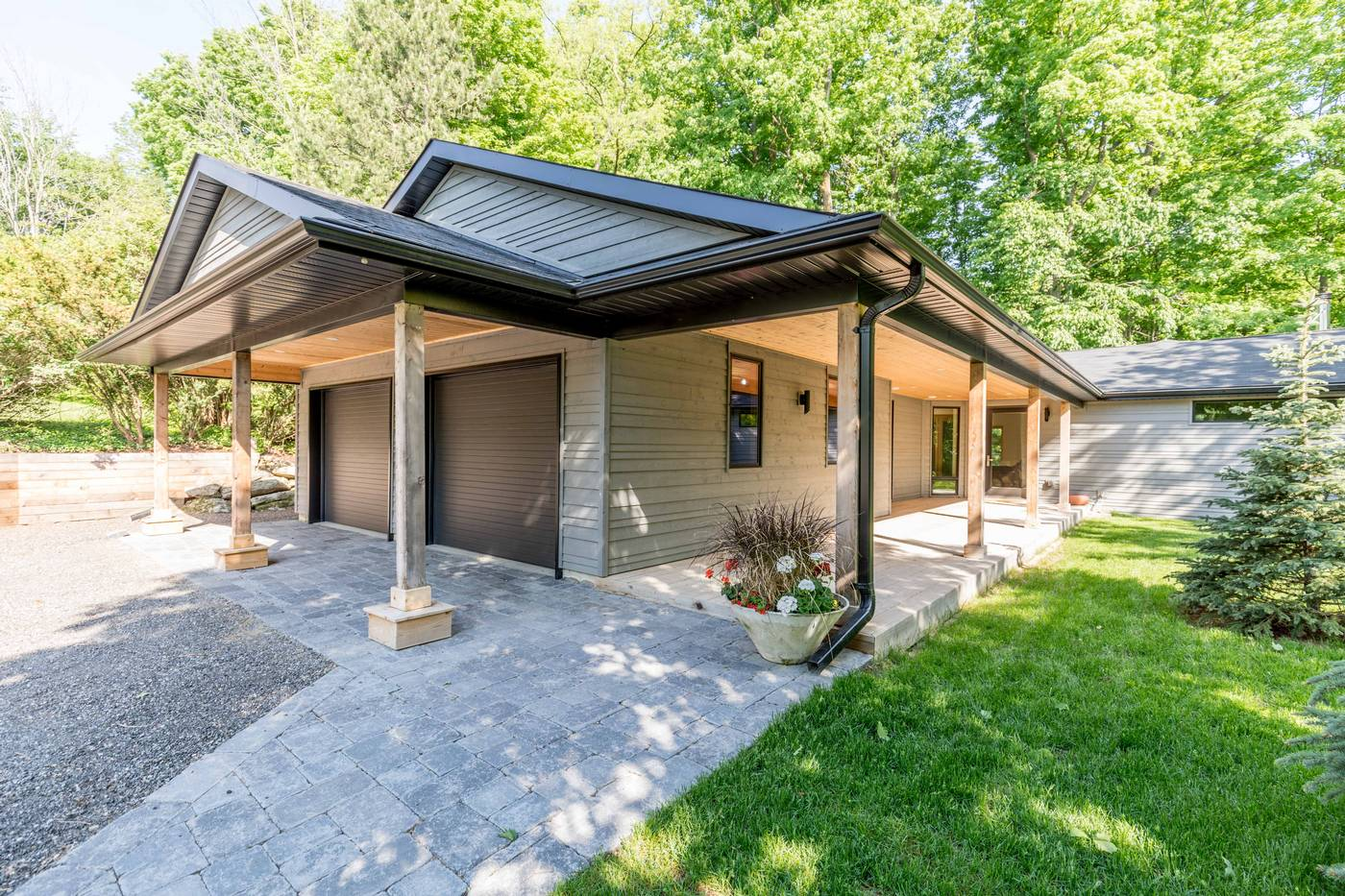 A Contemporary Bungalow Surrounded By A Private Forest   17 Cedar